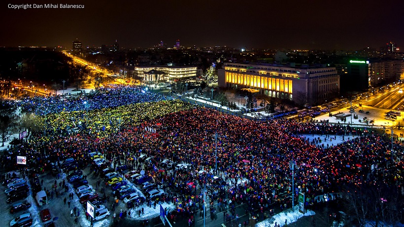 Protest-Bucuresti-steag-tricolor